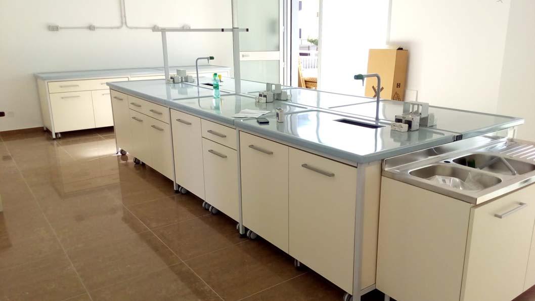 Realizzazione d'arredo Comtec per arredamento per laboratori