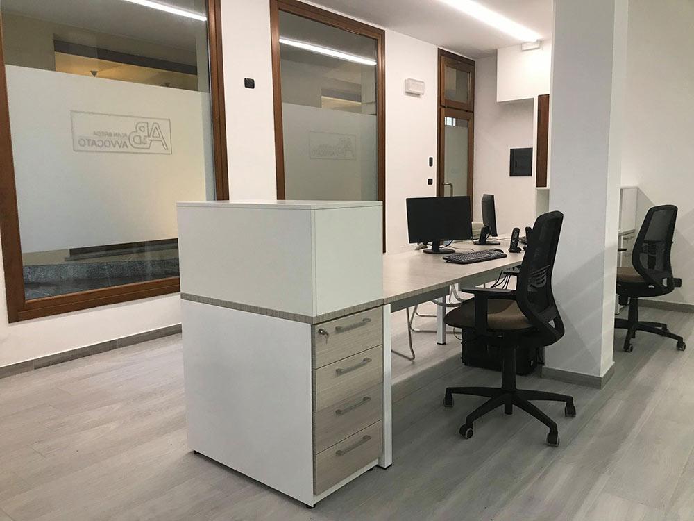 Realizzazione arredamento per studio legale Breda - Comtec s.r.l. Via Dalmazia 51 20100 Varese