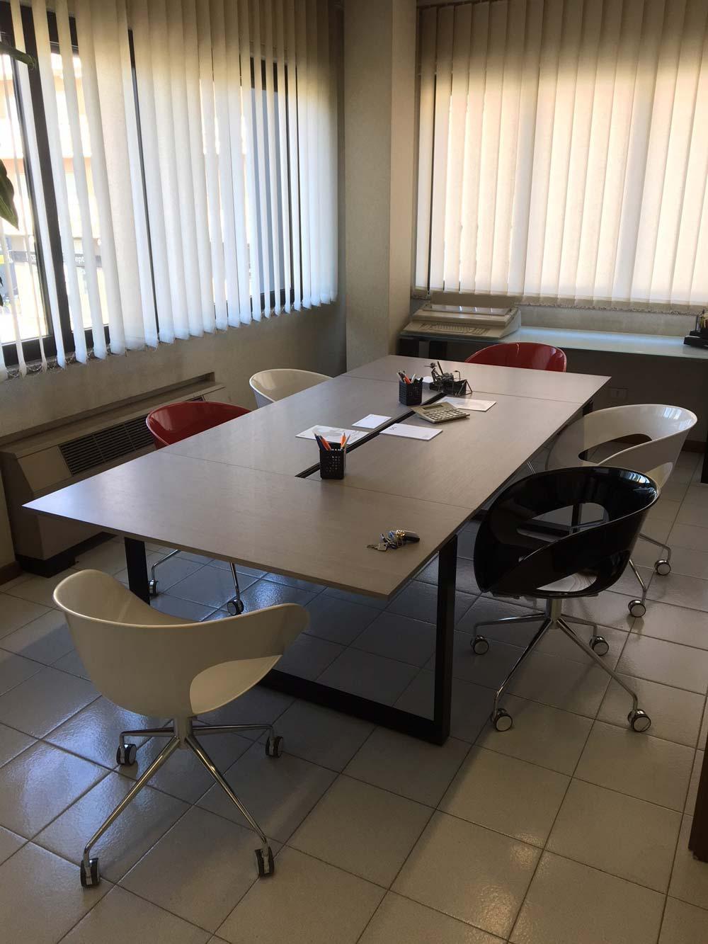 Realizzazione d'arredo Comtec per uffici direzionali studio di consulenzafiscale